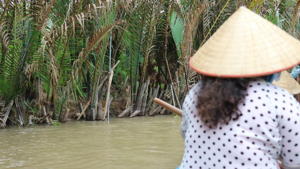 メコン川の手こぎボート